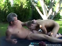 silver dad fucks a raw hole