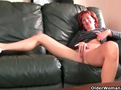 redheaded aged mamma plays with her nipps and