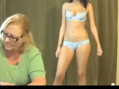 mamma watch daughter suck a knob