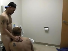 horny plumber can engulfing pipes - pig daddy
