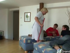 old cleaning woman is banged by boyz
