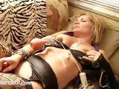 kelly leigh plays with a vagina pump exclusive