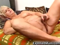 nasty mom feeling sexy playing part4