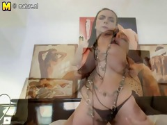 amateur mother fingering her hairy cunt