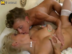 2 old grannies fucks a youthful girl
