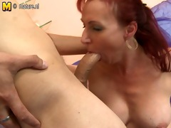 gorgeous mature mom fucks her sons friend