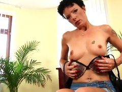 shorthaired mature inka masturbating solo